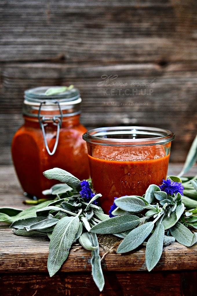 Domowy ketchup z szałwią i tamaryndowcem
