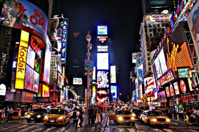 times-square-new-york-poracci-in-viaggio-offerta-volo-hotel