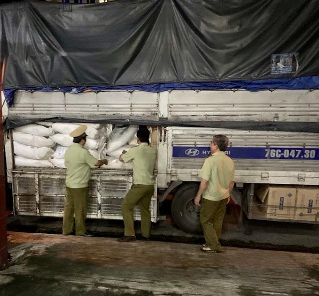 Quảng Ngãi: Tạm giữ 3 tấn đường cát nghi nhập lậu