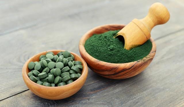 A zsírbontó, étvágycsökkentő spirulina hatásai: az izomműködést is serkenti a fehérjebomba alga