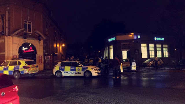 Witnesses state burglars escaped after breaking into Barclays Bank on Carlisle Street, Manningham