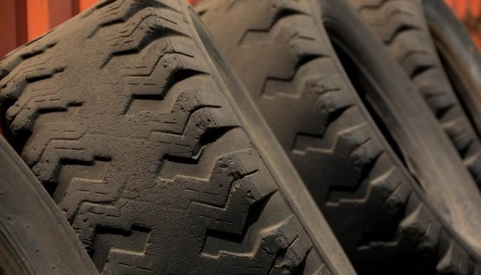 Por que você está perdendo pneus na sua frota? [causas de desgaste de pneus]