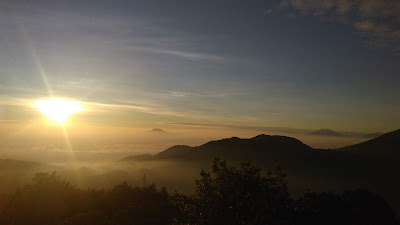 Tips Melihat Golden Sunrise di Bukit Sikunir Dieng