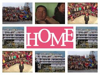 (Imagen) el señor Ziona Chana que tiene 94 hijos y 33 nietos, quienes viven en una casa con 100 habitaciones en medio de las colinas de la villa de Baktwang, en el estado de Mizoram (India).