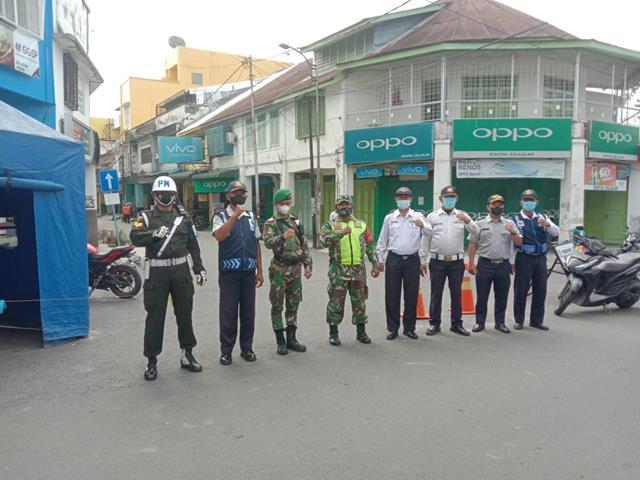Kodim 0207/Simalungun Melaui Koramil 11/Parapat Laksanakan Penanganan Covid-19 Dalam Rangka PPKM Level lV Diwilayah P.Siantar