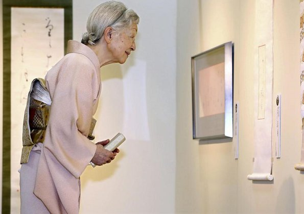 Empress Michiko visited the 50th exhibition of 100 Contemporary Female Calligraphers
