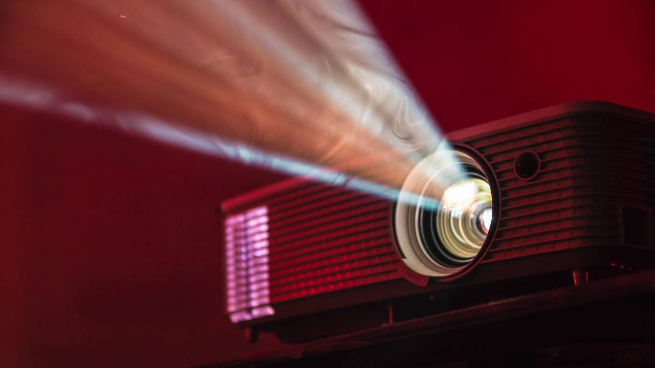 projektor mini terbaik tahun 2021