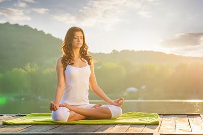 tập yoga vào buổi sáng mang lại lợi ích sức khỏe