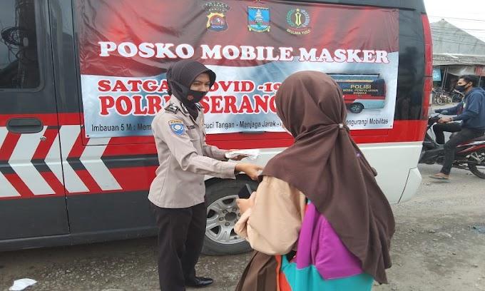 Disiplinkan Prokes, Mobil Masker Polres Serang Intens Bagikan Masker