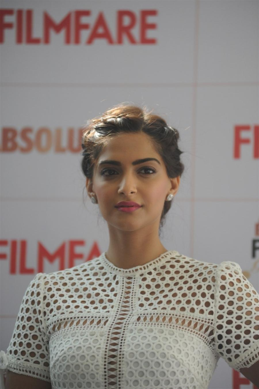 High Quality Bollywood Celebrity Pictures Sonam Kapoor -7597