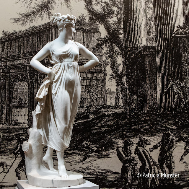 Statue by Canova with in the background engravings by Giovanni Battista Piranesi