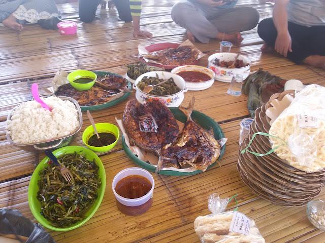 http://www.diaryanakampung.com/2017/01/tahun-baruan-di-ranca-buaya.html