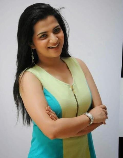Telugu beautiful aunty madhavi illigal afair