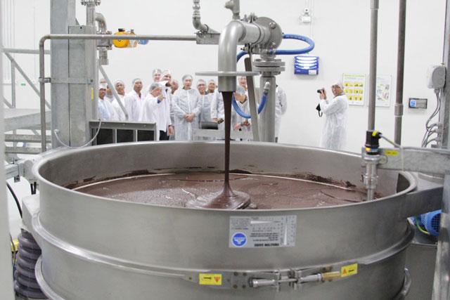 ilustrasi pabrik coklat
