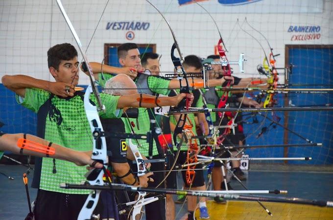 Jovens atletas de Cachoeirinha participam de competição nacional de Tiro com Arco