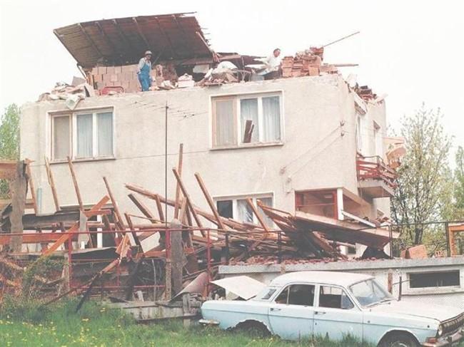 28 април 1999 г.-Натовска бомба удря къща в Горна Баня