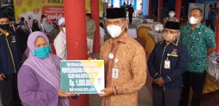 Walikota Jambi Berikan Bantuan Pada Pemandi Mayat, Anak Yatim, Dan Guru Ngaji Non FAMI.