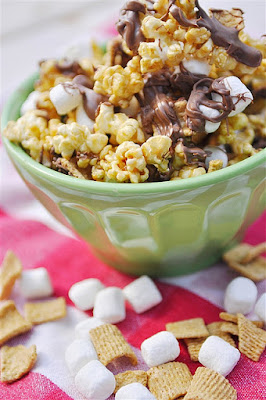 http://www.thirtyhandmadedays.com/2011/08/smore_caramel_popcorn_recipe/?utm_source=feedburner&utm_medium=feed&utm_campaign=Feed:+30handmadedays+%2830days%29