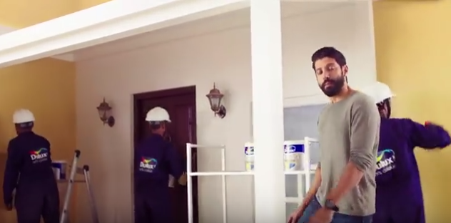 Picture of Farhan Akhtar in the new Dulux Weathershield Powerflexx Nature Challenge TVC - Tv Commercial
