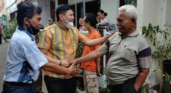 Irwan Basir Dt. Rj. Alam, SH.MM Bantu Korban Kebakaran di Belimbing