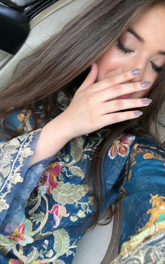 Beautiful Girls Hide Face DP For Facebook Groups