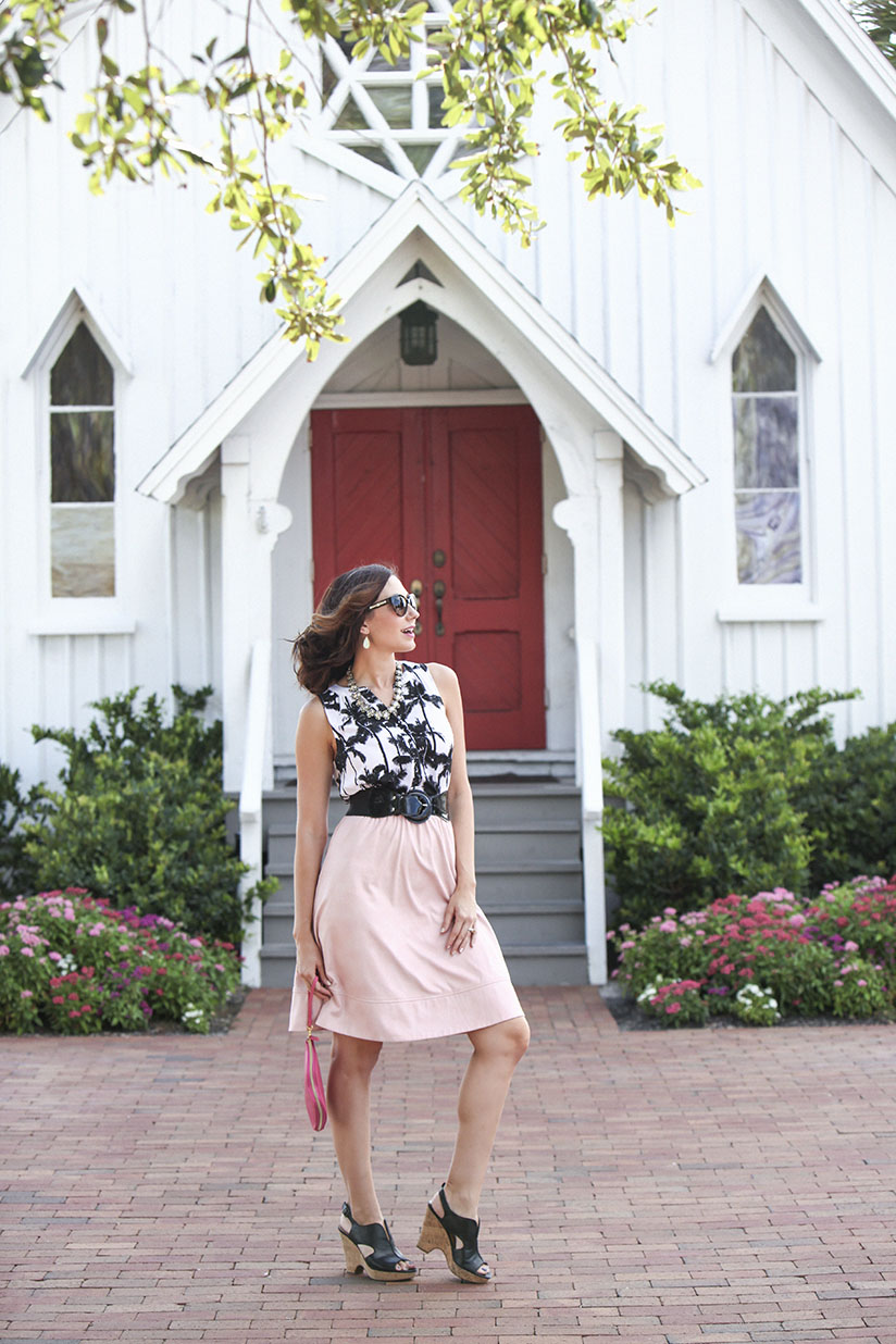 Amy West rocks that east coast style in this chic fall transitional oufit