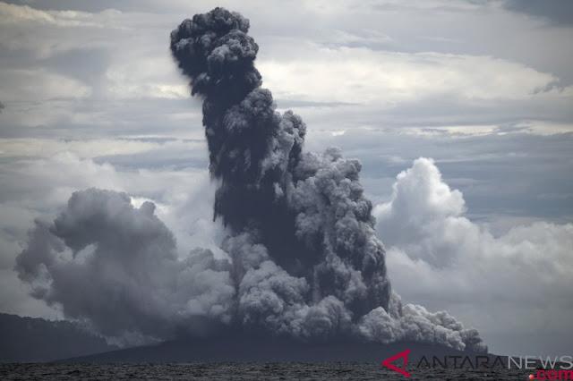 Jelang Akhir Tahun, Gunung Anak Krakatau Kembali Erupsi