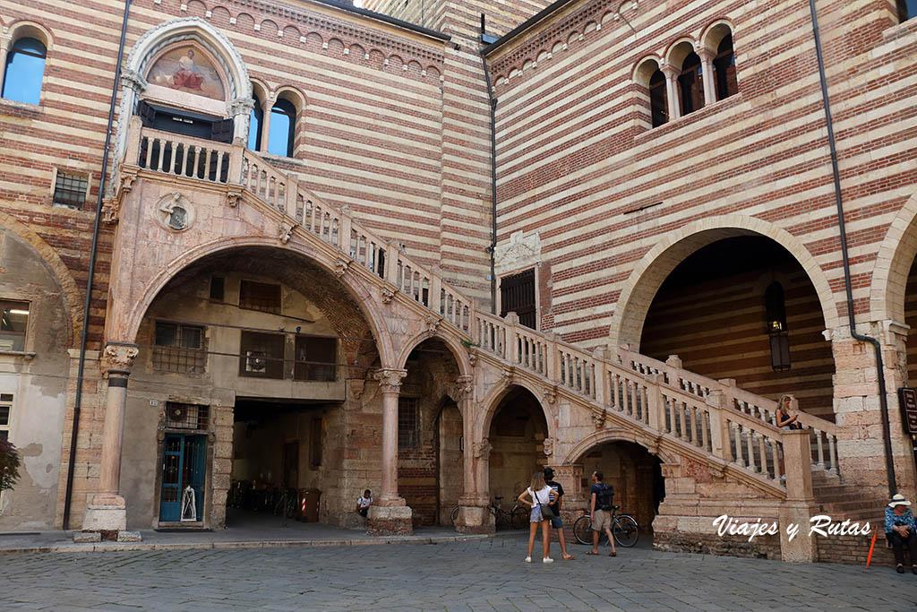 Escala de la razón, Verona