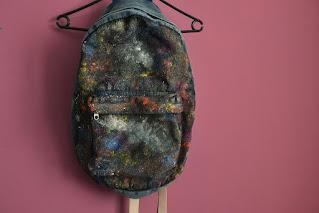 Malowany kosmiczny plecak DIY metamorfoza plecaka z lumpeksu