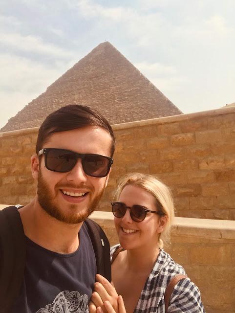 Cairo - sightseeing pyramids