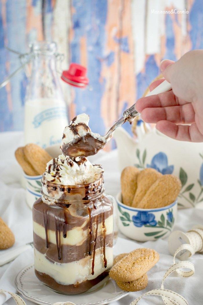 Postre de chocolate, flan y bizcochos. Receta fácil.