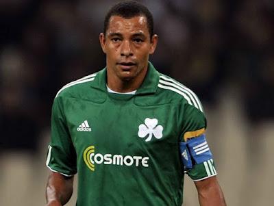 Ligas periféricas - Foto de Gilberto Silva com a camisa do Panathinaikos.