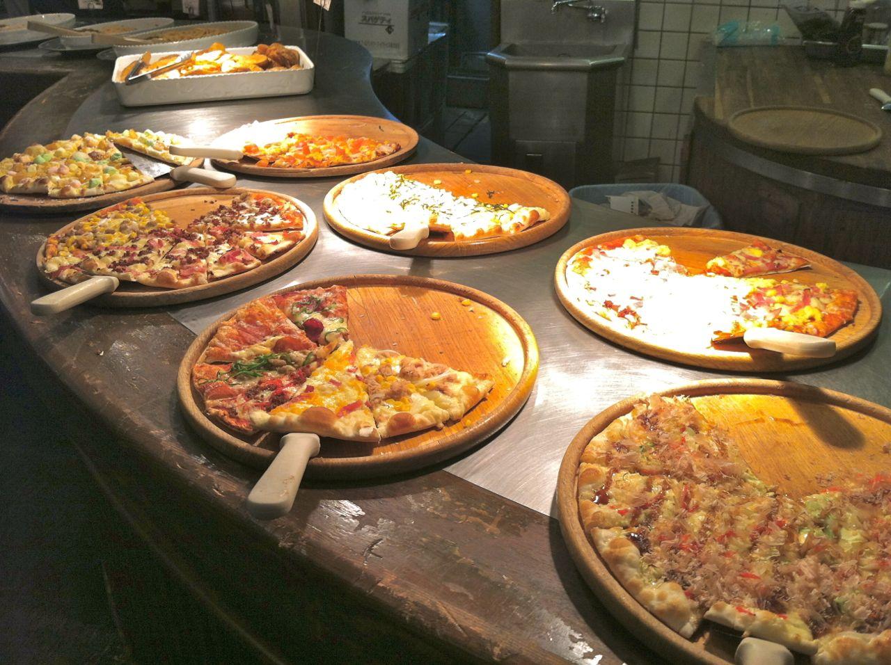 shakey s pizza buffet an american hafu in japan rh amerikkaido blogspot com