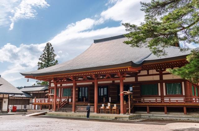 วัดโมสึจิ (Motsuji Temple: 毛越寺) @ www.tohokukanko.jp