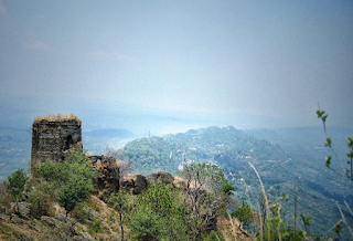 View_of_Small_Kutlehar_fort_and_Bangana_valley_from_Kutlehar_fort