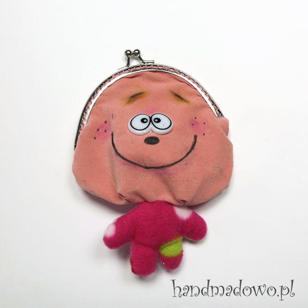 sakiewka,portfel,chłopiec,lalka