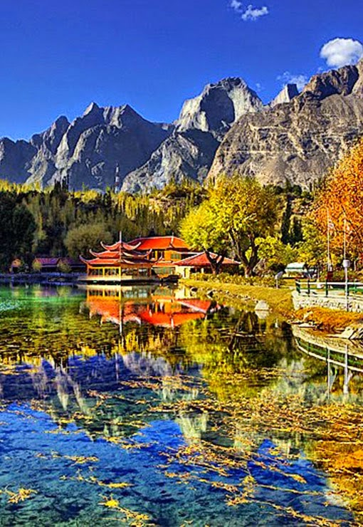 Shangrila Lake or Lower Kachura Lake is a part of the Shangrila resort located at a drive of about 20 minutes from Skardu  town.It is a popular tourist destination, a