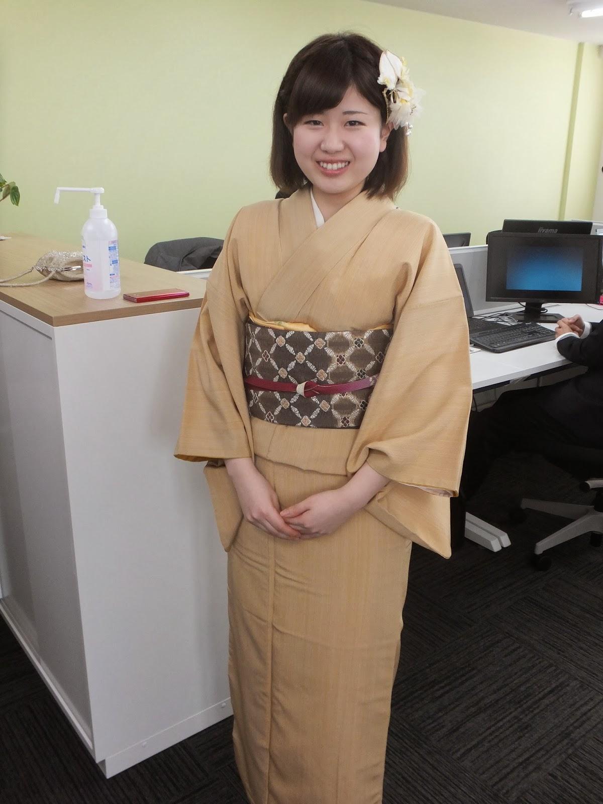 こちらの着物は爽やかなくちなし色が清楚で可愛らしい笑顔にぴったりのお着物です