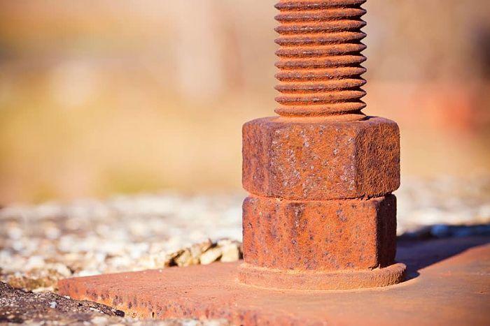Corrosión de piezas metálicas expuestas a la interperie