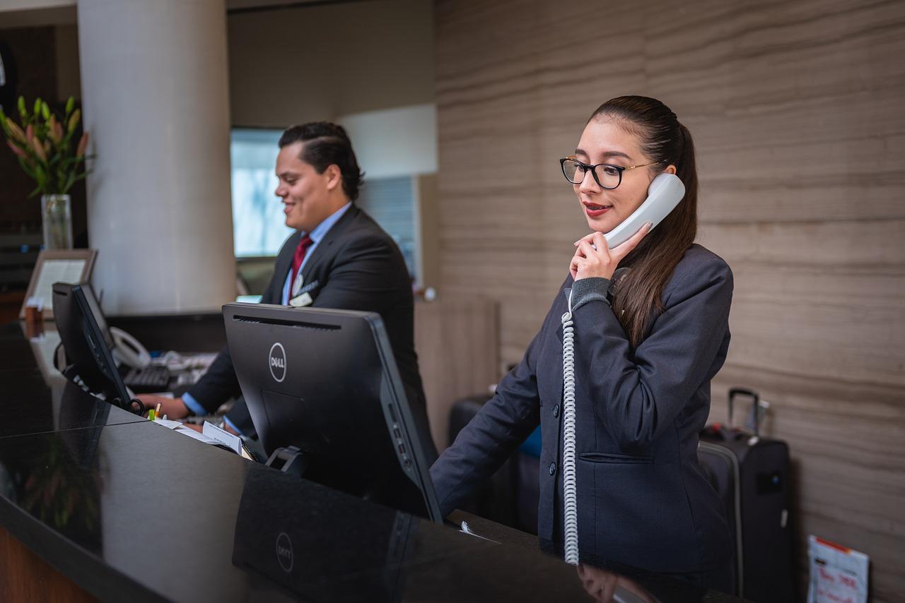 Contoh Surat Lamaran Kerja Untuk Receptionist (Fresh Graduate)