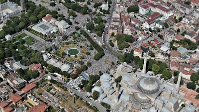 Sholat Jumat Pertama di Masjid Hagia Sophia, Jamaah Meluber Sejauh 1,6 Km