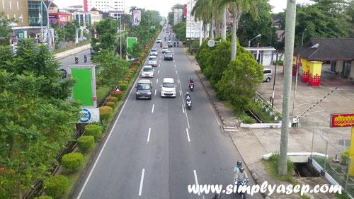 MODERN : Pusat Kota Pontianak terletak di kawasan jalan Ahmad Yani yang diambil gambarnya dari Jembatan depan Ahmad Yani Mega Mall. Foto Asep Haryono
