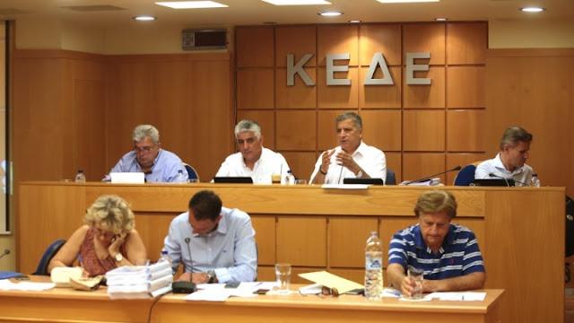 Η ΚΕΔΕ καλεί τους δήμους να μην προχωρήσουν σε εκλογή εκπροσώπων ΠΕΔ και ΚΕΔΕ