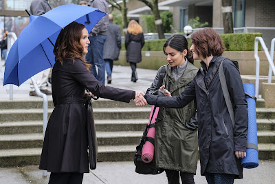 Supergirl 2x17 Distant Sun Emily Alex Danvers Maggie Sawyer Sanvers promo pic