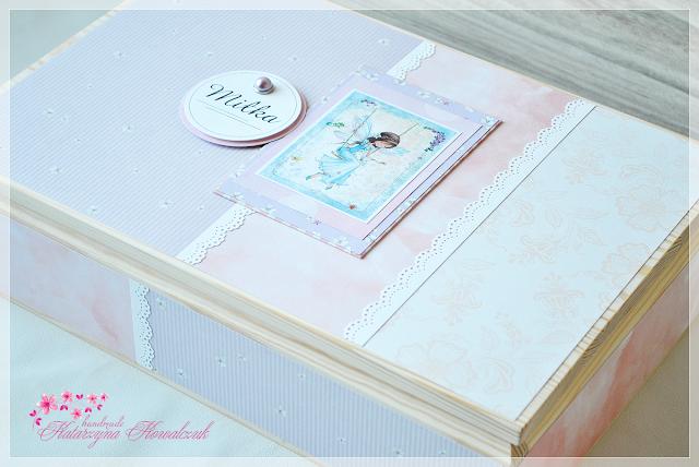 Album na zdjęcia z drewnianym sosnowym pudełkiem