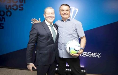 Bolsonaro diz que está trabalhando para realizar a Copa América no país