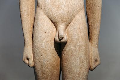 Είχαν τα αρχαία ελληνικά αγάλματα μικροφαλλία;