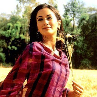 Gayatri Joshi and vikas oberoi, husband, family, swades, movies, hot, age, wiki, biography