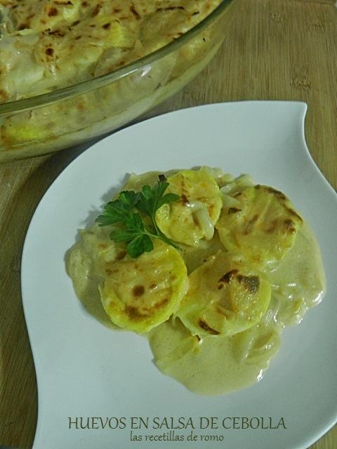Huevos en salsa de cebolla