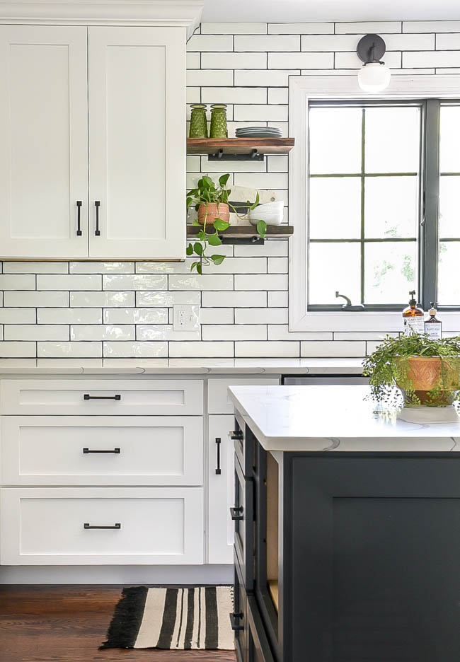 White kitchen. open shelves, dark island
